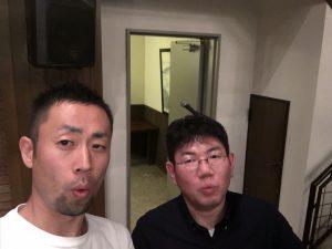 写真左の方は、はじめてお話しさせていただいた、自撮りの神様の清水さん。大阪から来られたそうです。 150人以上の懇親会だけど、ボクが話しかけた方向が悪くて二人きりで写っています。