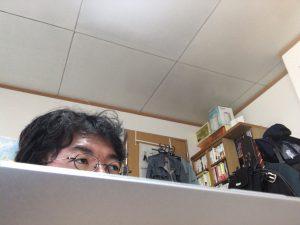ブログを書いていたら、つけていたテレビから佐村河内守さんの話題が聞こえてきたのであわてて目をやる様子。